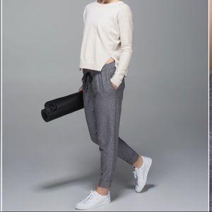 Lululemon Jet Crop *Luon track pants